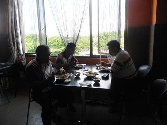 peserta dari blitar dan jombang makan siang