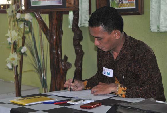 Bp Yusuf Kepala Sekolah SMPN2 Pasrujambe juga turut menjadi teladan mengikuti lomba ini