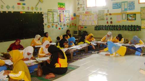 para-peserta-antusias-lomba-mewarna-guru-tk-ra-segugus-1-kec-pasrujambe-ayo-mendidik