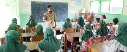 open-lesson-di-pelatihan-the-art-fo-teaching-m-subakri-ikut-berbagi-cara-mengajar-