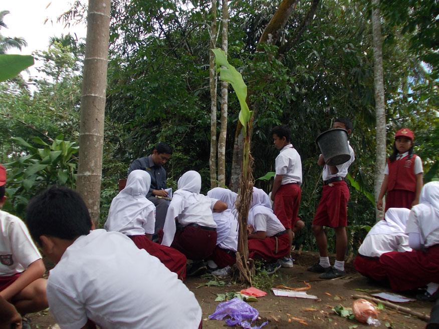 pembelajaran-di-luar-kelas-lebih-menyenangkan-perkembangbiakan-vegetafi-buatan-pada-tumbuhan
