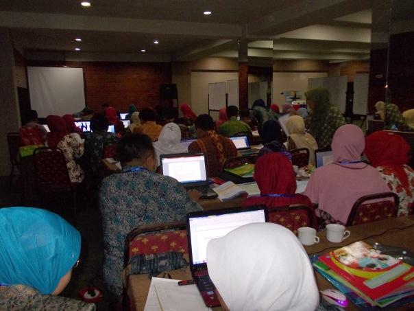 suasana dalam kelas A.2.5 nampak para peserta serius dengan tugas yang semakin menumpuk