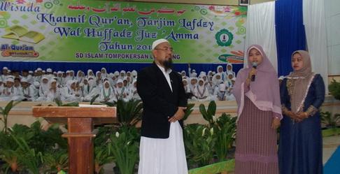 2 ibu-ibu wali murid juga dapat hadiah, apapun profesinya yang pasti bisa menghafal al-qur'an