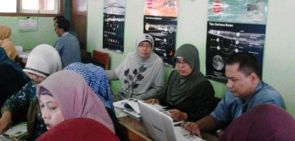 Bp Eka Bersama kelompoknya selalu aktif bertanya dan beranya (saintifik ke 2)