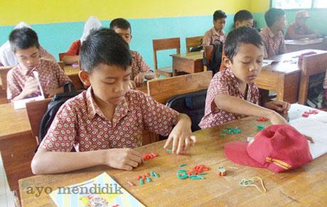 siswa kelas 6 tp 2014/2014 praktik media sedotan