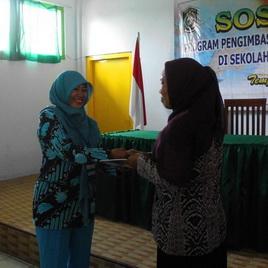 ibu kun memberikan hadiah MAJALAH SUARA PGRI terbaru bagi peserta yang bisa menjawab pertanyaan dengan benar :)