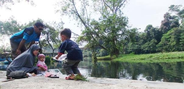 kaos ayo mendidik versi#2 juga asyik buat rekreasi atau kegiatan outdoor yang lain ..... bisa dicoba :)