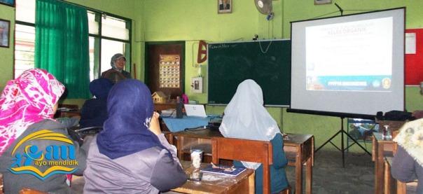 ibu dian sosok kepala sekolah yang inovatif dan rela berkorban untuk pendidikan