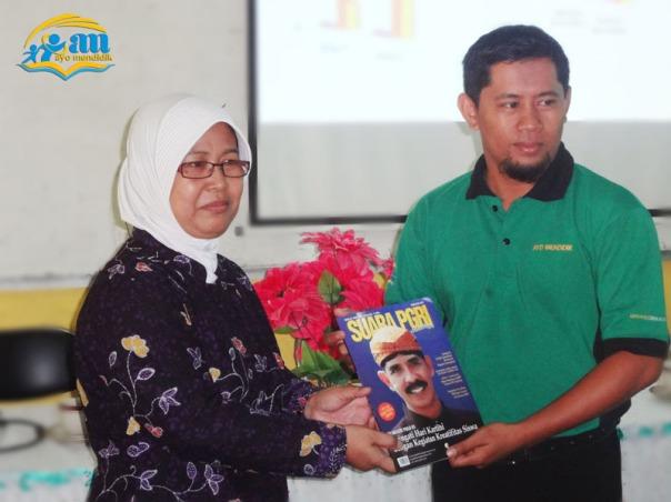 semninar kti_hadiah dari dewan redaksi majalah suara pgri_mendidik