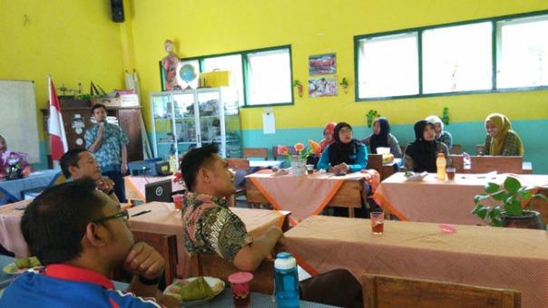 urun rembuk tim pembuat soal oleh sekretaris kkg bp enjang bayu irawan, s.pd. sd