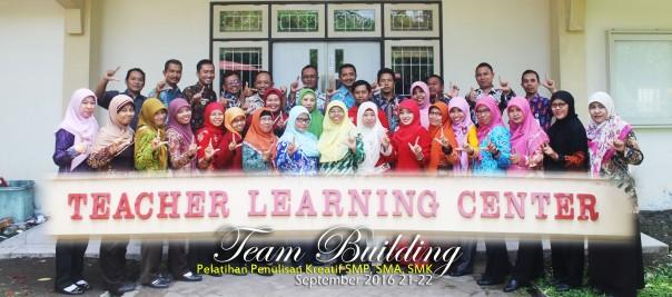 tim-building-penulisan-kreatif-bersama-peserta